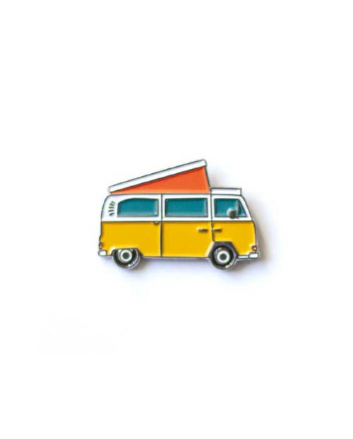 Roadtyping emaille pin bulli 01